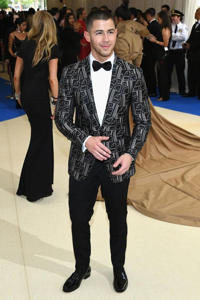 Nick Jonas - outfit Ralph Lauren