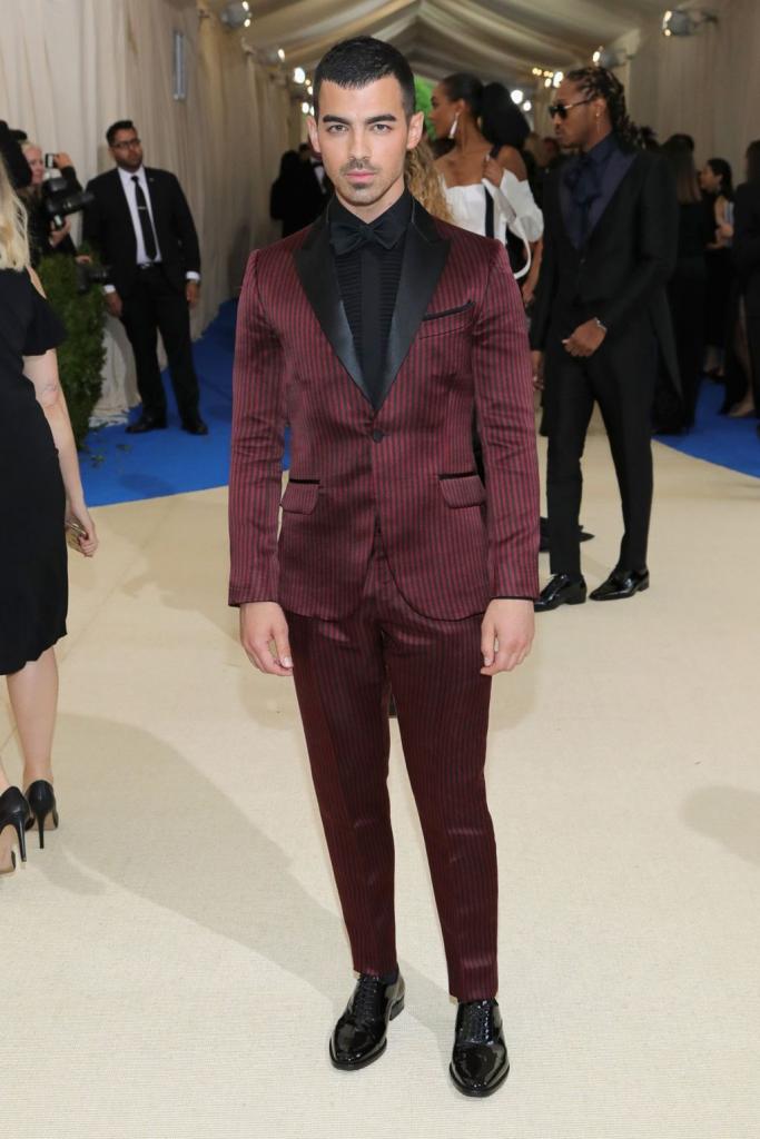 Joe Jonas - outfit H&M