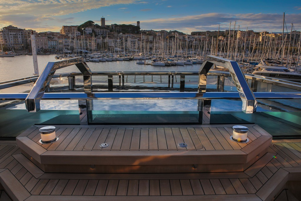 Atlante-Sundeck-spa-pool