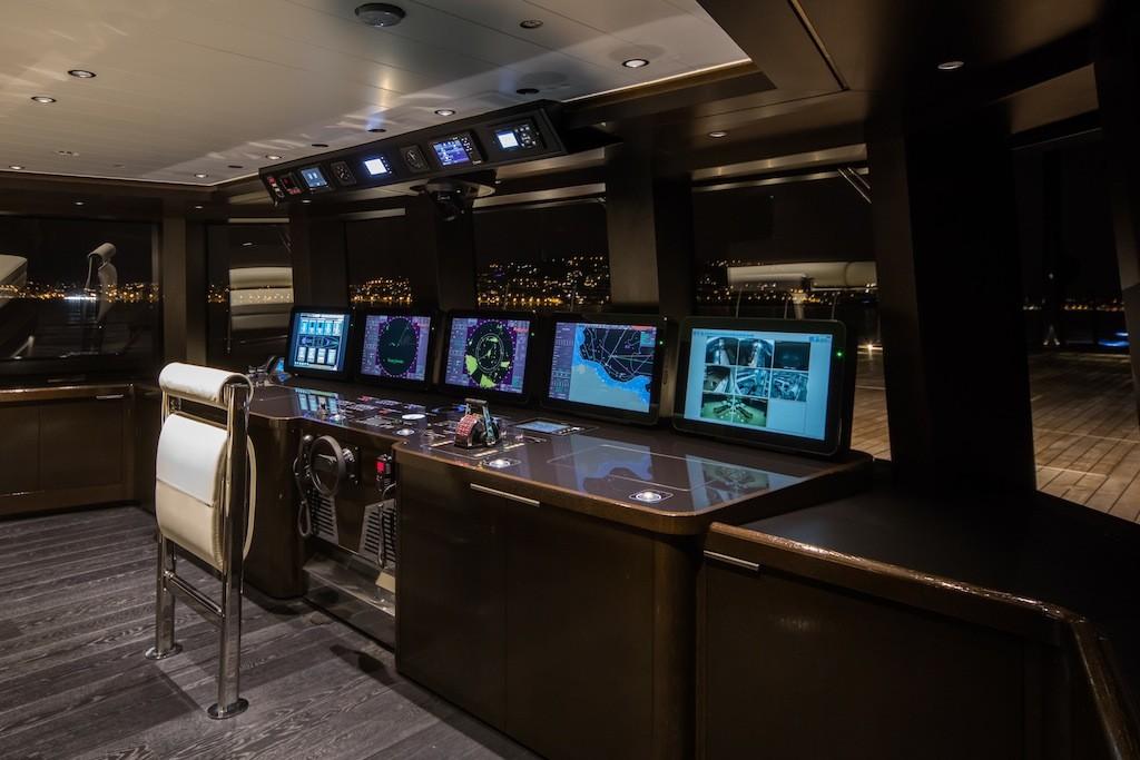 Wheel-house-superyacht-ATLANTE