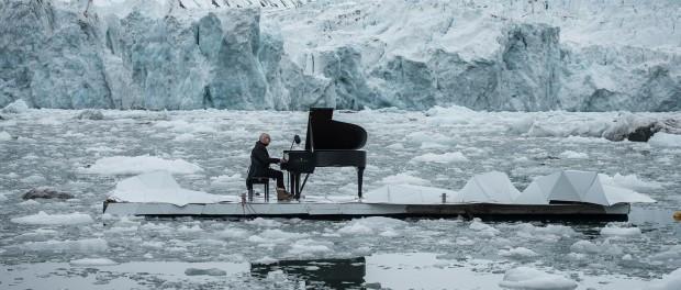ludovico-einaudi-performs-in-the-arctic-ocean-greenpeace-designboom-1800